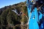 高さ100mから落下する「竜神大吊橋バンジー」が迫力満点