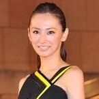 北川景子、黒いセクシードレスで存在感放つ! サイン攻めにも快く対応