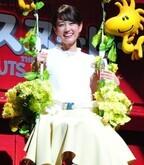 前田敦子、大好きなスヌーピーにハグされて大興奮!