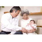 祖父母の育休広がる - 福井県と岡山県で実施の孫育て奨励金制度とは
