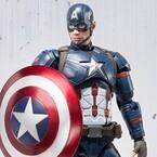 キャプテン・アメリカ最新作コスチュームで立体化、シールド投てきポーズも