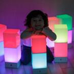 日本ポステック、ユーザーの感情を光で表現できるIoT照明「onia」を発表