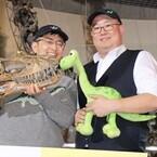 『アーロと少年』のソーン監督、主人公と同じ恐竜の標本に大興奮!