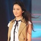 武井咲、ショーパン姿で美脚披露! GirlsAwardトップ飾る