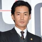 竹野内豊、賀来賢人から「日本で一番かっこいい男性」と絶賛され苦笑い