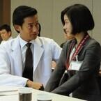 竹野内豊が白衣のドクター姿でセクハラ!? 看護師たちをメロメロに…