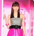 新川優愛、バービー風衣装で美脚披露「大胆にピンクにしてみました!」
