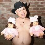 ザコシショウに双子の女児が誕生! 収入は300倍「車で買い物も楽させたい」