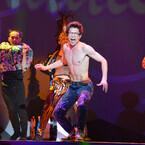 柿澤勇人、上半身裸でキース・ヘリング役を熱演! 共演者も絶賛