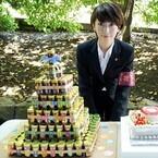 波瑠、300個の七味缶タワーに大喜び! 主演ドラマ現場で誕生日サプライズ
