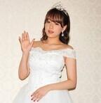篠崎愛、デビュー10周年記念イベントにウエディングドレス姿で登場!