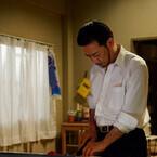 生瀬勝久、ヒゲ+傷の任侠ルックでネギをトントン - 料理上手の組長に