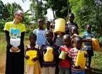 石原さとみ、ケニアで水汲み&井戸掘り - 24時間TVで悲惨な現実をレポート