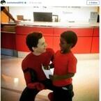 トム・ホランド、スパイダーマンの格好で小児病院を訪問