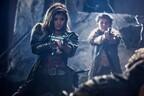 ローラ、ミラ演じるアリスに銃口「撃つよ!」-『バイオ』初登場シーン公開