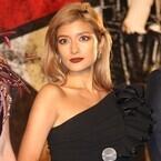 ローラ、美脚&肩出しセクシードレスで魅了! 英語でハリウッド挑戦語る