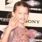 ミラ・ジョヴォヴィッチの娘エヴァに観客メロメロ「かわいい~!」「天使」
