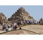 芸術的な砂の彫刻約100基に花火や音楽が饗宴! 「吹上浜砂の祭典」開催