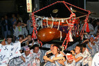 メインは男性のシンボルを乗せた神輿! 静岡県で奇祭「どんつく祭り」開催