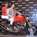 モンハン×ドゥカティのコラボバイク誕生、永井大「女性のくびれのようなボディ」