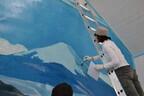 唯一の女性銭湯ペンキ絵師が、巨大な富士山を描くライブイベントを開催
