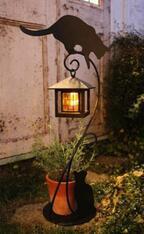 夜になると自動で灯る「ソーラーライト」など、品揃えが充実-ディノス