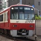 堀北真希さん主演『梅ちゃん先生』の舞台を走る京急線にラッピング電車が!