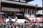 千葉県の成田山新勝寺で恒例の節分会。大相撲力士や大河ドラマ出演者も参加