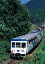 島根県の奥出雲を走るトロッコ列車「奥出雲おろち号」4月から運行開始