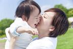 なぜ抱っこして歩くと、赤ちゃんは泣きやむ!? 仕組みを理化学研究所が解明