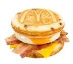 マクドナルド、「マックグリドル ベーコン&エッグ・チーズ」を全時間帯販売