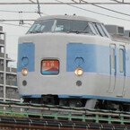 JR東日本「ホリデー快速富士山」発車 - 富士山モチーフのヘッドマーク掲出