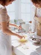 「イエナカままも族」は独身女性の4割以上! 母娘で挑戦したいこと1位は「料理」