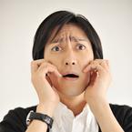 どこで買ったの? 男性が目を疑った女性のロゴTシャツ「日曜にMONDAY」「欲求不満」「メイドインジャパン」