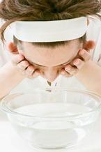 眼科専門医に聞く。洗眼液で目を洗うとドライアイになるって本当?