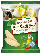 栗山米菓、バジルが香る「大人のばかうけ チーズ&オリーブ」新発売