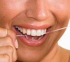 フロスは本当に必要なの?歯磨き後のデンタルフロスの重要性「歯磨き前後にやる」