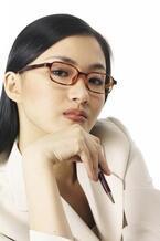 サブカル女子の特徴「メガネにチェックのシャツ」