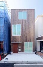 """""""無印良品の家""""5年ぶりの新商品 都市部の住宅密集地を想定した3階建て専用「縦の家」発売"""