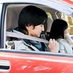 ドライブデート中、彼女にされたらムカつくことは? 「携帯をいじる」「車内を汚す」「寝る」