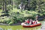 のんびりジャングル、エサやりもできる! 伊豆シャボテン公園「アニマルボートツアーズ」スタート