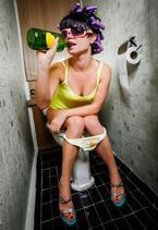 絶対誰にも見せられない! 働く女子の完全なるオヤジ姿4選!「下着姿でビール&おつまみ」