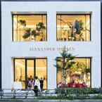 「アレキサンダーマックイーン(Alexander McQueen)」青山店のパーティーに秋元梢、EXILEメンバーなど豪華なゲストが登場