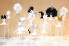 シャネル、ジュンヤなど手掛けるヘアデザイナー加茂克也の世界に迫る展覧会「100 HEADPIECES」