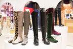 ケイト・モスやアンジェも愛用のスチュアート ワイツマン、20周年記念で20足の限定ブーツを販売