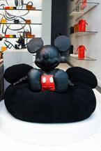 「ディズニー×コーチ」ミッキーマウスのレザーグッズ&ウェアがコーチから発売