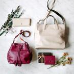 土屋鞄製造所から女性向けのクリスマス限定バッグ&財布 - 雪降る森とホットワインを表現した2色展開