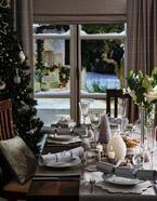 ローラ アシュレイからクリスマス限定コレクション登場、白銀のクリスマスをイメージしたアイテムなど
