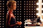 スリラー映画『ネオン・デーモン』エル・ファニング主演、モデル業界の煌めきと闇を描く