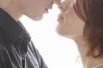 大切な人を守るためにも知っておきたい!「キスから移る病気」とは?